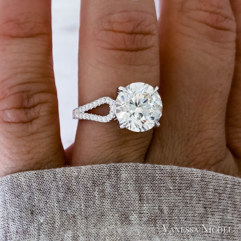 round brilliant diamond in micro pave loop setting
